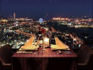 夜景が見えるバレンタインのホテルディナー