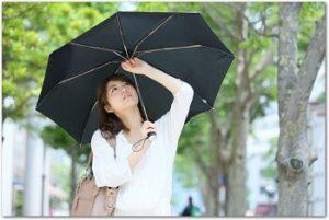 女性用の折りたたみの日傘