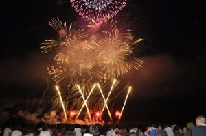 赤川河川敷の花火の景色