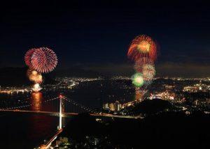 関門海峡花火大会の打ち上げ花火