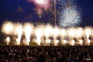 有料観覧席から見る足利花火大会の打ち上げ花火