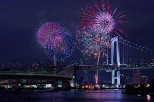 東京ベイから見える調布市花火大会の打ち上げ花火