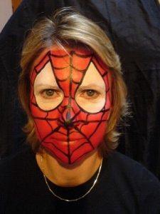 ハロウィンの男の子のスパイダーマンのフェイスペイント