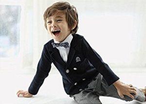 七五三にスーツを着る男の子