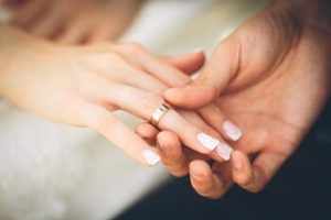 彼氏から彼女に指輪のプレゼント