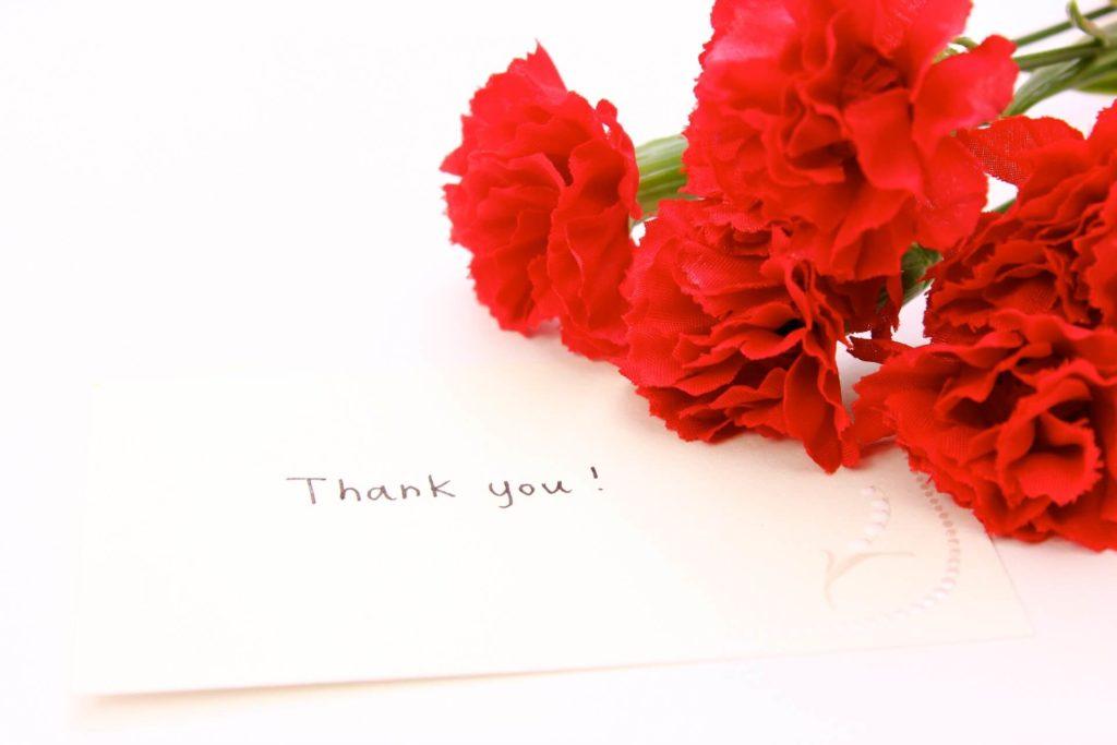 Thank youのメッセージと花束