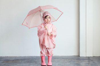 傘を差した女の子