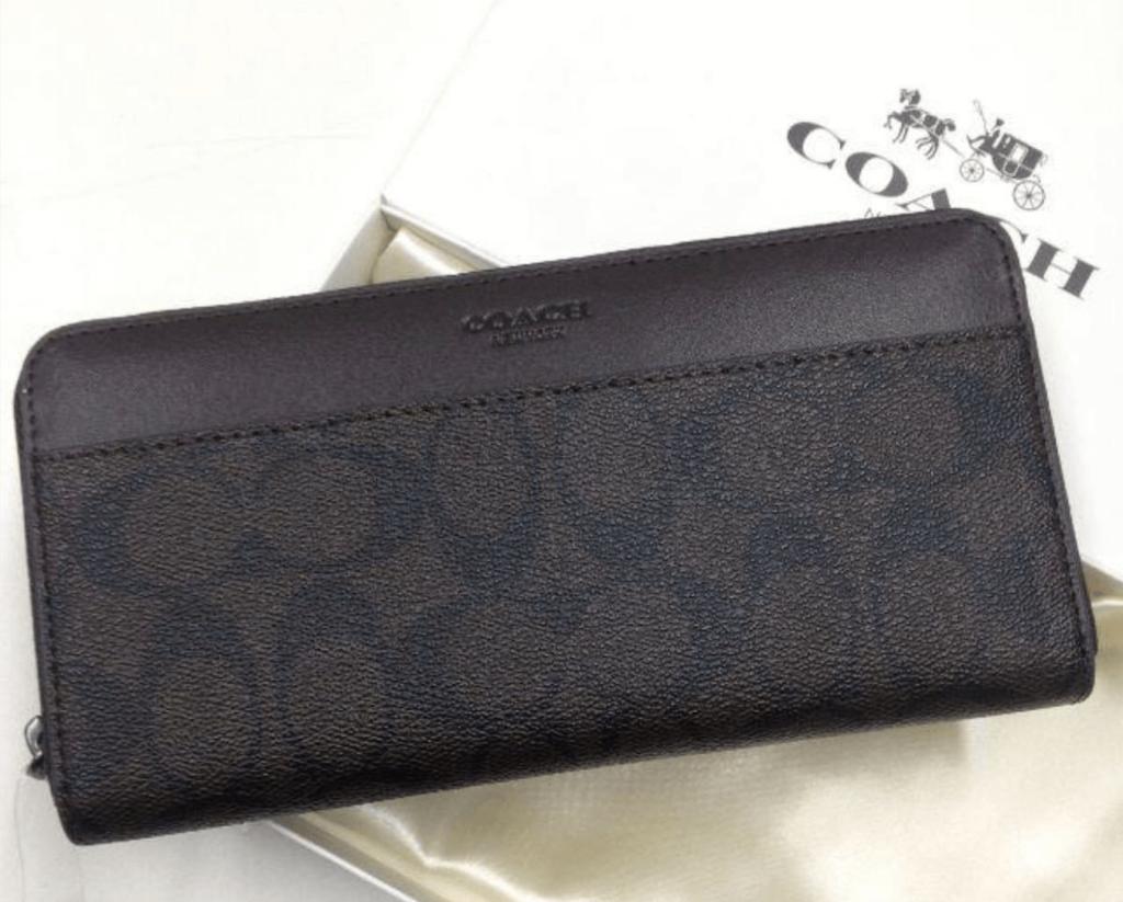 母の日にコーチの財布をプレゼント!人気の長財布と二つ折り財布を紹介!